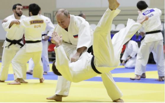Tổng thống Nga Vladimir Putin trong một phiên luyện tập judo. Ảnh: TASS