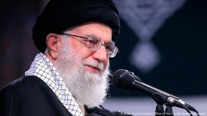 Lãnh đạo tối cao Iran Ayatollah Ali Khamenei tuyên bố Iran sẽ không dỡ bỏ lệnh cấm đối thoại với Mỹ, sẽ không để Mỹ quay trở lại. Ảnh: DW