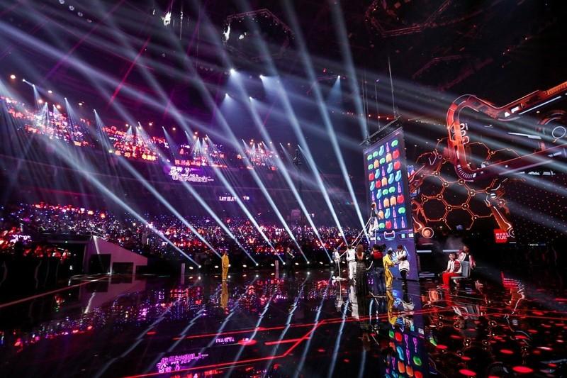 Buổi lễ đếm ngược bắt đầu ngày hội mua sắm Single's Day 2019 của Alibaba được truyền hình trực tiếp từ Thượng Hải (Trung Quốc). Ảnh: SCMP