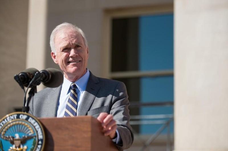 Bộ trưởng Hải quân Mỹ Richard V. Spencer phát biểu sau khi tuyên thệ nhậm chức tại Bộ Quốc phòng ngày 7-9-2017. Ảnh: REUTERS