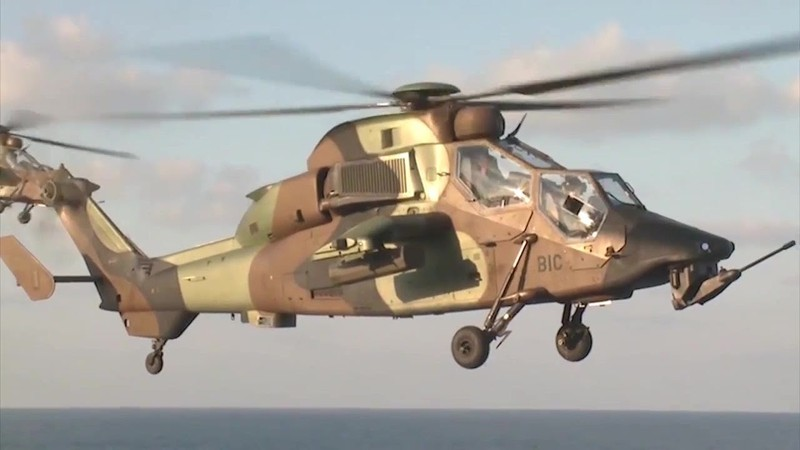 Hai trực thăng va nhau trên không, 13 binh sĩ Pháp thiệt mạng - ảnh 1