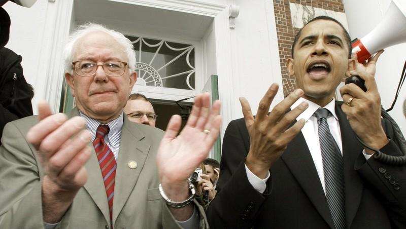 Ông Barack Obama (phải) thời còn là thượng nghị sĩ và ông Bernie Sanders (phải). Ảnh: MIG