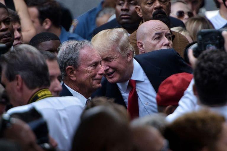 Ông Bloomberg (trái) được đánh giá có cả tố chất cần thiết và nguồn lực để đấu lại ông Trump (phải). Ảnh: GT