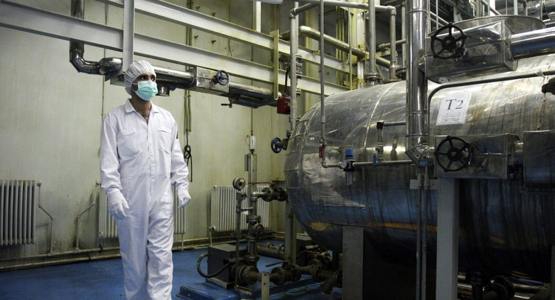 Một kỹ thuật viên tại một cơ sở làm giàu uranium ở TP Isfahan, cách thủ đô Tehran (Iran). Ảnh: AP