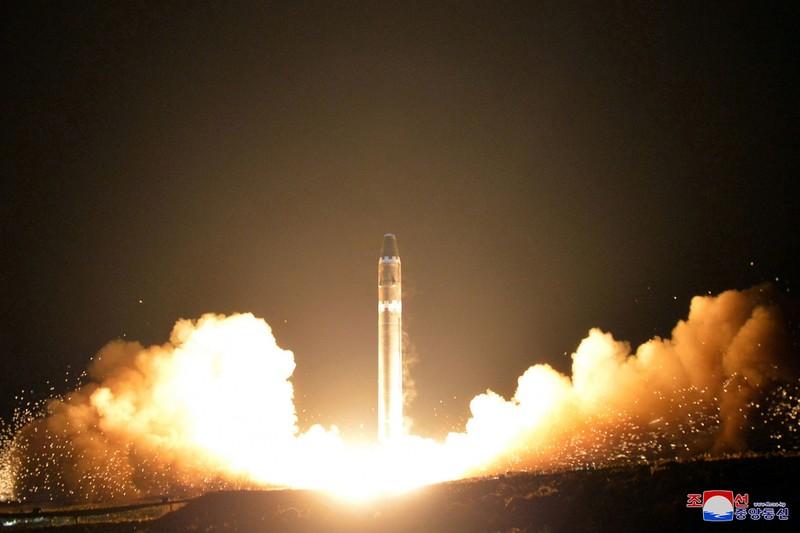 Triều Tiên thử tên lửa đạn đạo xuyên lục địa Hwasong-15 ngày 29-11-2017. Ảnh: KCNA