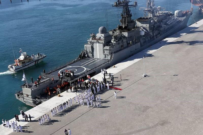 Tàu hộ tống Yaroslav Mudry của Hải quân Nga đậu tại cảng Chabahar (Iran). Ảnh: AFP