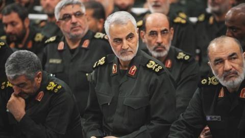 Một trong những nhân vật quyền lực nhất Trung Đông - Tướng Soleimani (giữa) vừa bị Mỹ tiêu diệt. Ảnh: SPUTNIK