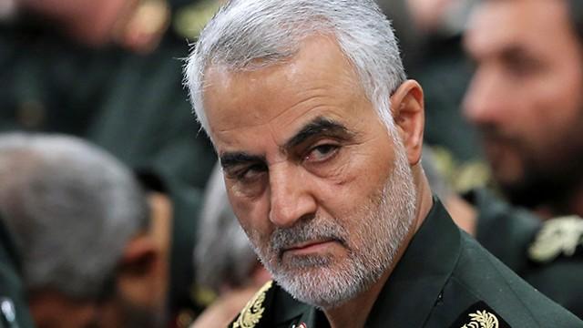 Thiếu tướng Qassim Soleimani - Chỉ huy Lực lượng Đặc nhiệm Quds thuộc Quân đoàn Vệ binh Cách mạng Hồi giáo Iran (giữa) trong một cuộc họp ở Tehran (Iran). Ảnh: AP