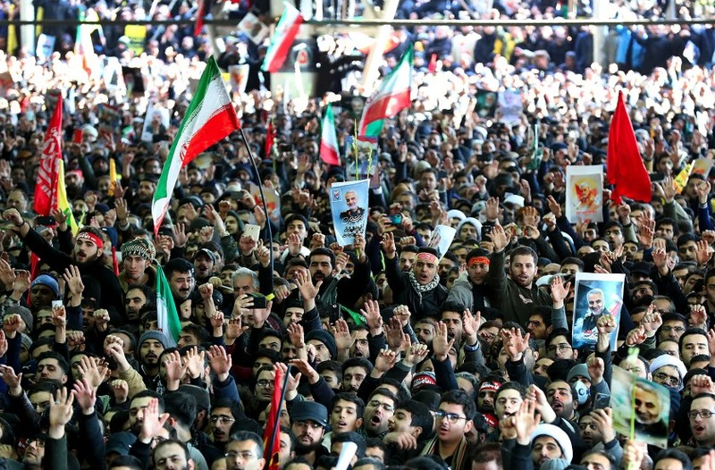 Người dân Iran thương tiếc Tướng Qasem Soleimani. Ảnh: SALAMPIX