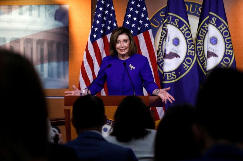 Chủ tịch Hạ viện Mỹ Nancy Pelosi phát biểu trước phiên bỏ phiếu tại Hạ viện ngày 9-1 về nghị quyết quyền lực chiến tranh nhằm hạn chế hành động của ông Trump với Iran. Ảnh: REUTERS