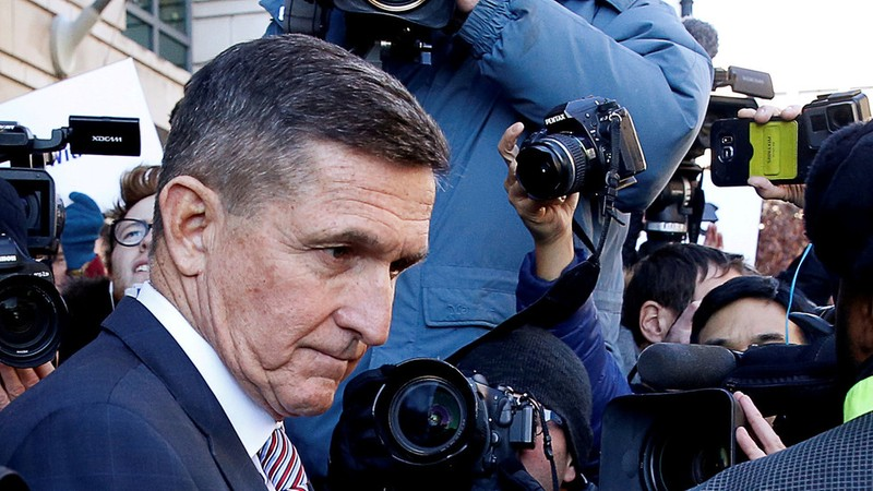 Tướng Michael Flynn - cựu Cố vấn an ninh quốc gia của Tổng thống Mỹ Donald Trump rời tòa án liên bang ở thủ đô Washington sau phiên xử tháng 12-2018. Ảnh: REUTERS