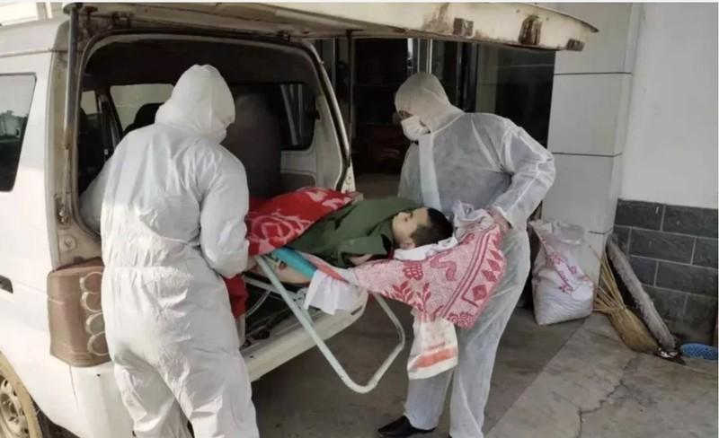 Một thiếu niên tàn tật chết sau 6 ngày bị bỏ một mình trong nhà không ai chăm sóc, do cha và anh bị cách ly vì bị nghi nhiễm virus corona. Ảnh: WEIXIN