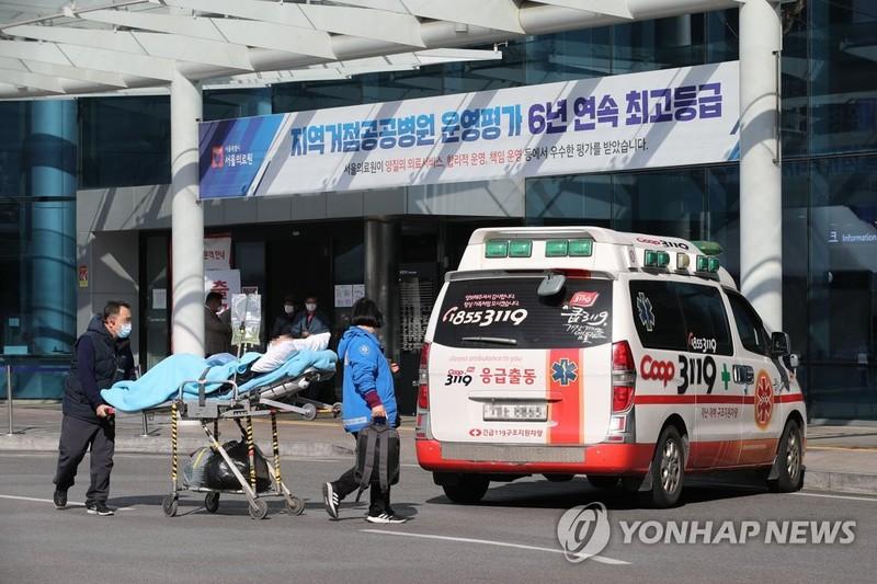 COVID-19 Hàn Quốc: Nhiễm trên 2.000, dân đòi luận tội ông Moon - ảnh 2