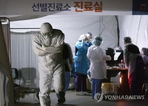 Ông Kim gửi thư đến ông Moon vụ dịch COVID-19 - ảnh 1