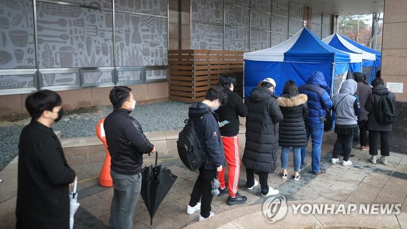 COVID-19 Hàn Quốc: Báo động tình trạng lây nhiễm công sở Seoul - ảnh 2
