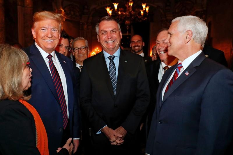 Nguồn tin: Ông Trump rất lo sau khi gặp người nhiễm COVID-19 - ảnh 2
