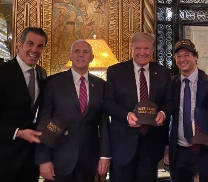 Nguồn tin: Ông Trump rất lo sau khi gặp người nhiễm COVID-19 - ảnh 1