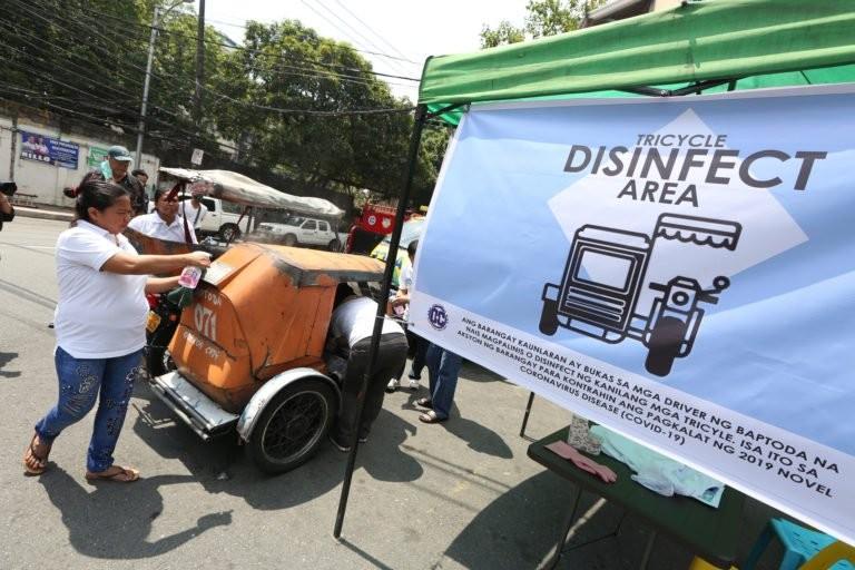 Phong tỏa chưa đủ, Manila tính cả giới nghiêm ngăn COVID-19 - ảnh 1