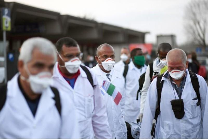 Cuba lần đầu đưa 52 bác sĩ sang Ý chống COVID-19 - ảnh 4