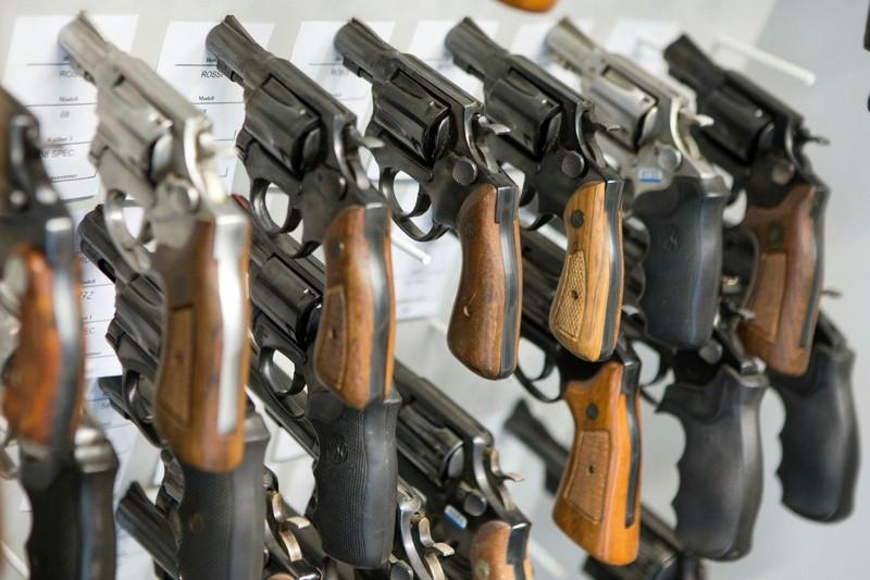 Người Mỹ gốc Á trữ súng tự vệ trước nạn kỳ thị vì COVID-19 - ảnh 1