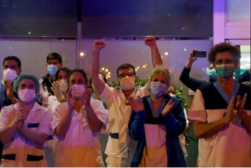 COVID-19 thế giới: Ông Trump không 'để bác sĩ quyết' kinh tế - ảnh 6