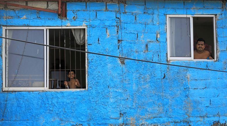 Chùm ảnh: Muôn kiểu 'ở nhà' khắp thế giới mùa COVID-19 - ảnh 13