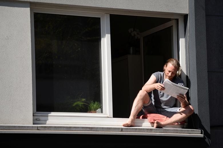 Chùm ảnh: Muôn kiểu 'ở nhà' khắp thế giới mùa COVID-19 - ảnh 2