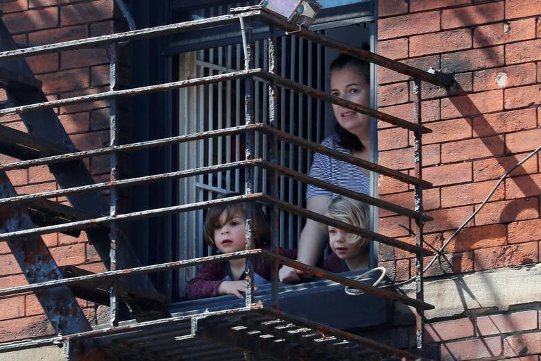 Chùm ảnh: Muôn kiểu 'ở nhà' khắp thế giới mùa COVID-19 - ảnh 21