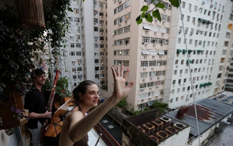 Chùm ảnh: Muôn kiểu 'ở nhà' khắp thế giới mùa COVID-19 - ảnh 27