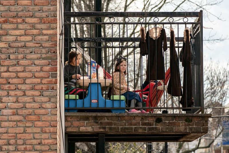Chùm ảnh: Muôn kiểu 'ở nhà' khắp thế giới mùa COVID-19 - ảnh 7