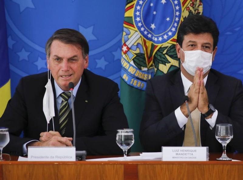 Tổng thống sa thải bộ trưởng Y tế chỏi quan điểm COVID-19 - ảnh 2