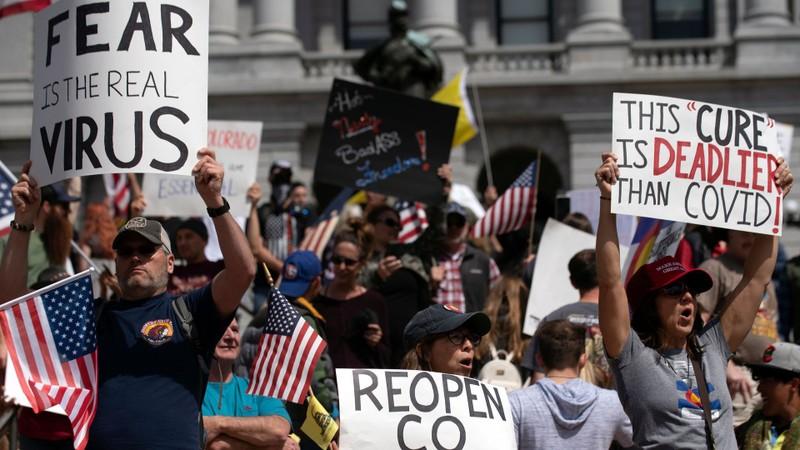 Mỹ: Y tá xuống đường đối đầu người biểu tình phản đối ở nhà  - ảnh 1