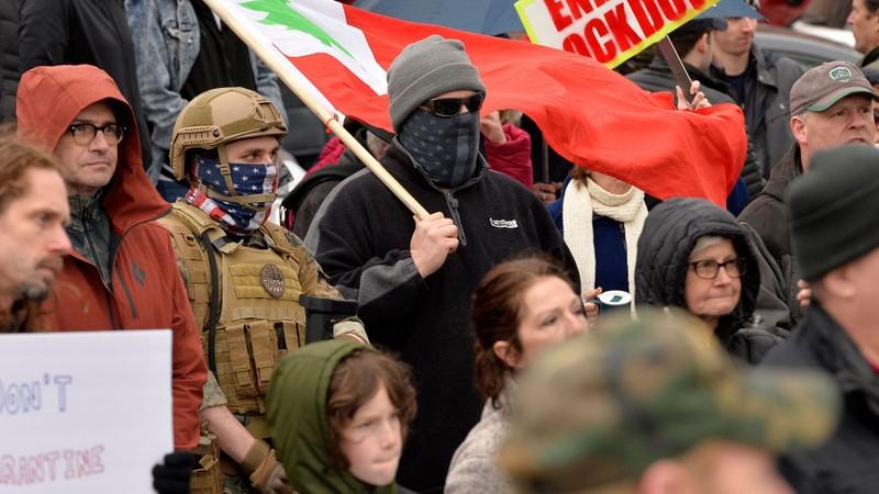 Mỹ: Y tá xuống đường đối đầu người biểu tình phản đối ở nhà  - ảnh 10