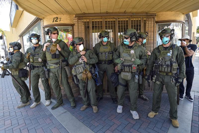 Mỹ: Y tá xuống đường đối đầu người biểu tình phản đối ở nhà  - ảnh 12