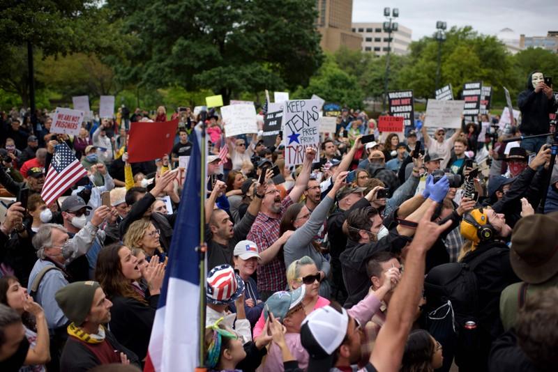 Mỹ: Y tá xuống đường đối đầu người biểu tình phản đối ở nhà  - ảnh 14