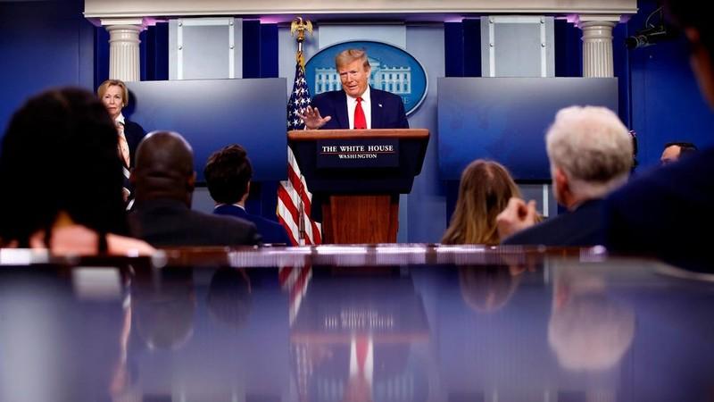 Lệnh tạm ngưng nhập cư của ông Trump áp với những ai, bỏ ai? - ảnh 1