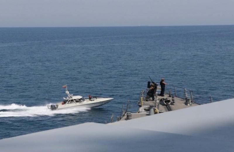 Đọ hỏa lực Mỹ-Iran, liệu tàu Mỹ sẽ 'bắn phá' tàu Iran thế nào? - ảnh 1