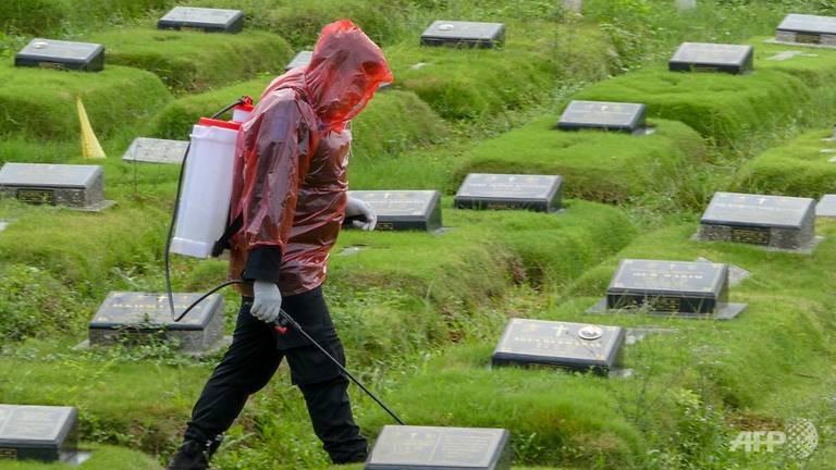 Chuyện những người đào huyệt chôn người chết vì COVID-19 - ảnh 6