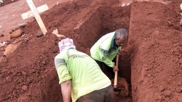 Chuyện những người đào huyệt chôn người chết vì COVID-19 - ảnh 4