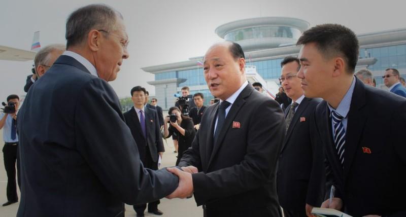 Nghị sĩ Nga trao đổi với đại sứ Triều Tiên về sức khỏe ông Kim - ảnh 1