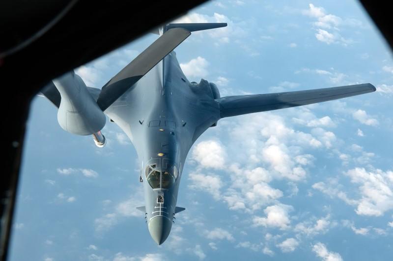 Không quân Mỹ đưa 2 máy bay ném bom B-1 Lancer đến biển Đông - ảnh 1