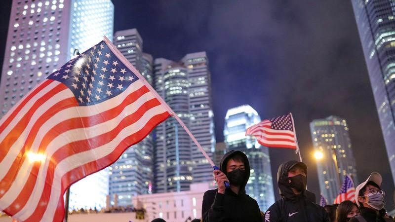 Vụ luật an ninh Hong Kong: Ông Trump cảnh cáo sẽ xử rắn - ảnh 1