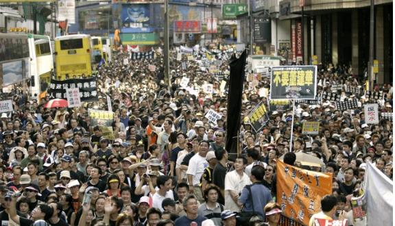 Vụ luật an ninh Hong Kong: Ông Trump cảnh cáo sẽ xử rắn - ảnh 2