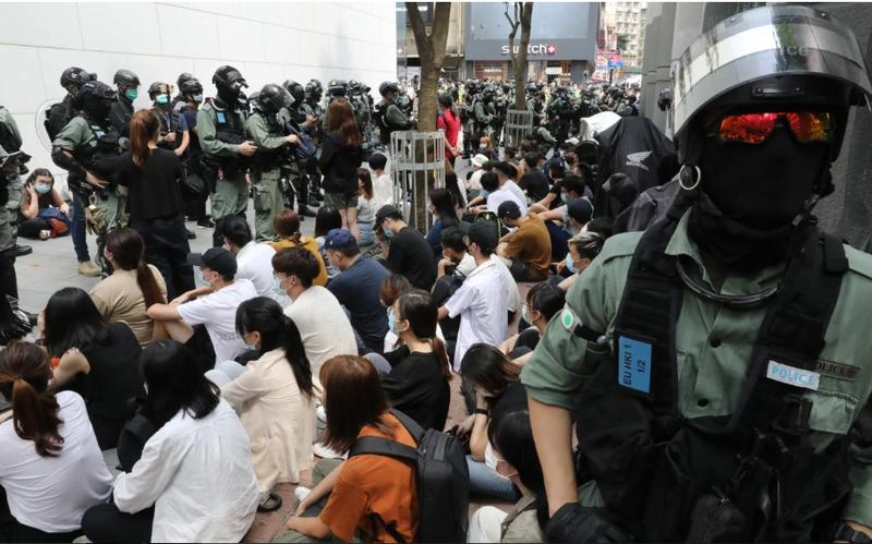Giới chính trị gia Hong Kong đổ lỗi nhau vụ Mỹ dọa rắn tay - ảnh 1