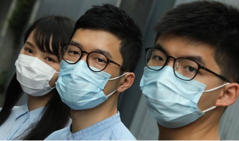 Giới chính trị gia Hong Kong đổ lỗi nhau vụ Mỹ dọa rắn tay - ảnh 4