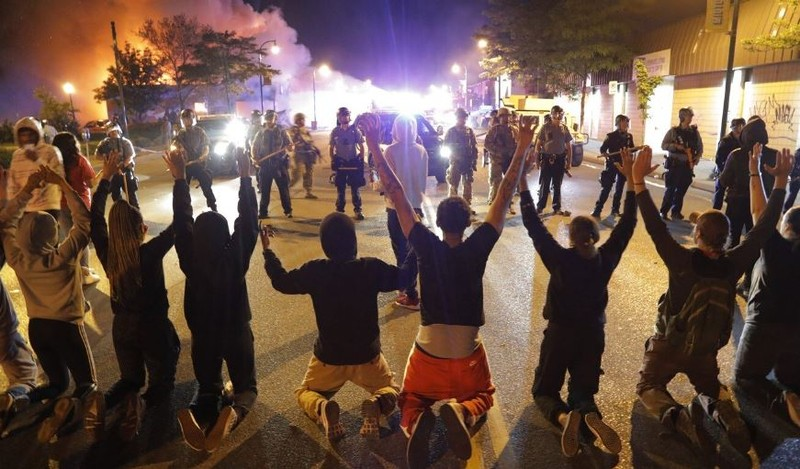 Người da màu chết: Cả nước sục sôi, Mỹ báo động 800 quân cảnh - ảnh 3