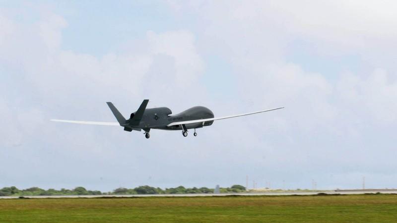 Mỹ đưa máy bay ném bom và máy bay do thám đến Biển Đông - ảnh 2