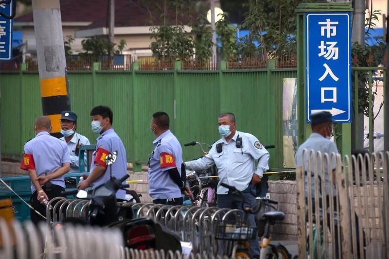 6 ca nhiễm COVID-19, Bắc Kinh đóng cửa 1 chợ, nhiều khu dân cư - ảnh 2