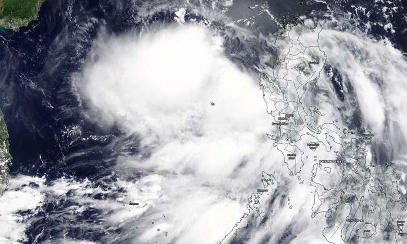 NASA chụp được ảnh bão Nuri hình thành trên Biển Đông - ảnh 1