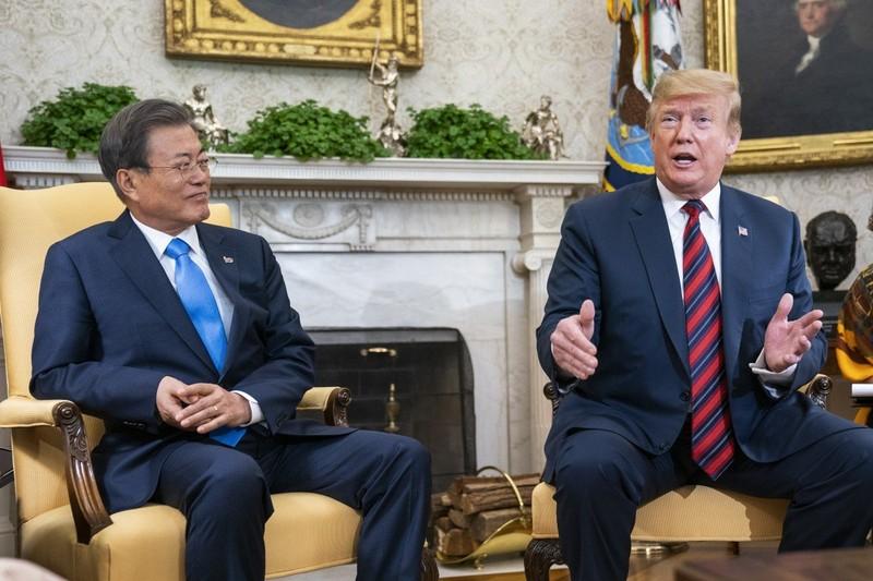 Bắc Kinh sẽ trừng phạt nếu ông Moon nể ông Trump qua Mỹ dự G7? - ảnh 1